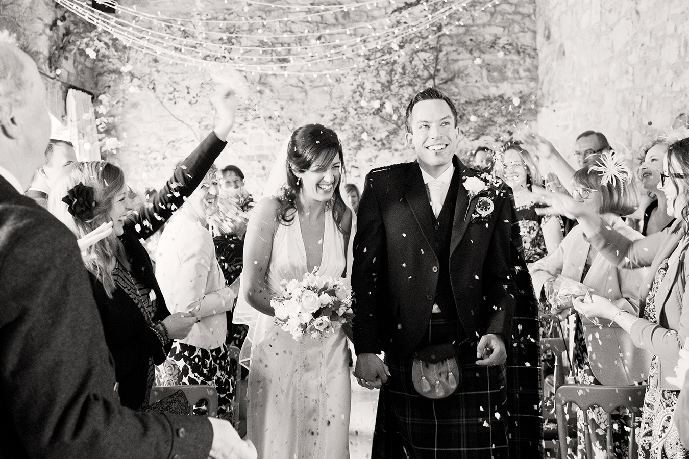 confetti_newly_married_couple_kirknewton_stables